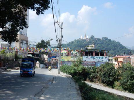 Blick von der Stadt auf Swayambunath