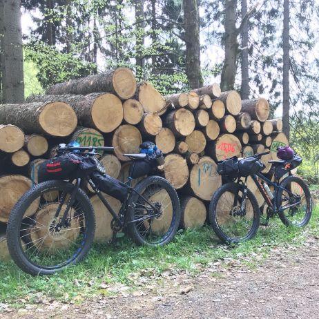 Mountainbike-Tour mit Bikepacking-Taschen