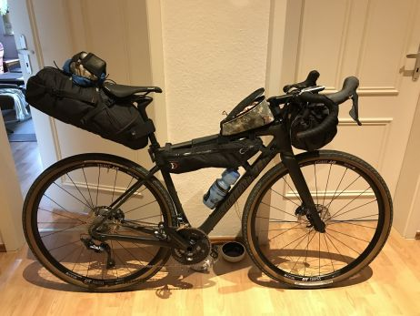 Radtaschen-Ausstattung für einen komfortablen Overnighter