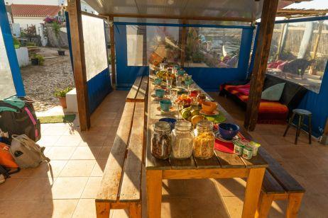 Frühstückstisch im Hostel