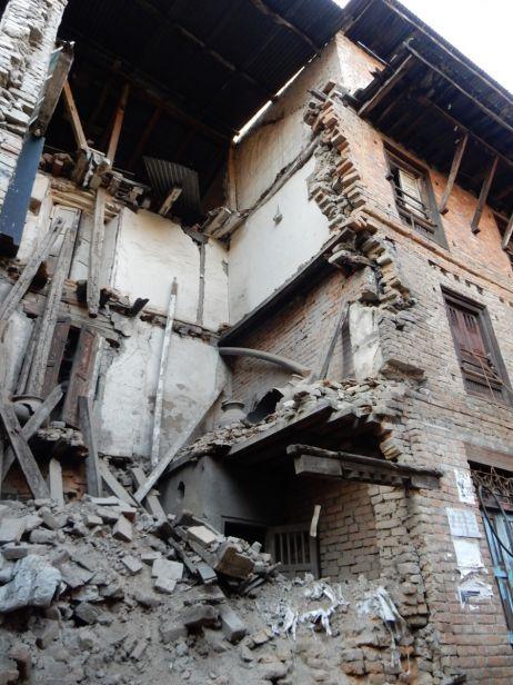 Nachbarhaus der Fabrik, das beim Erdbeben zerstört wurde