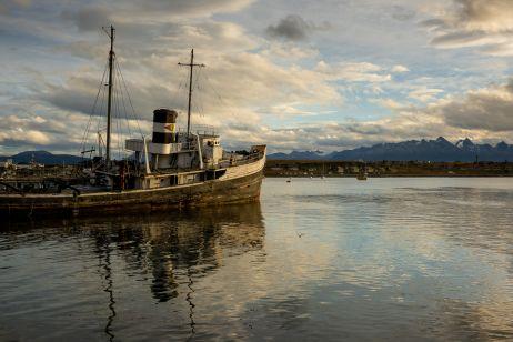 Fischtrawler auf dem Beagle-Kanal in Ushuaia