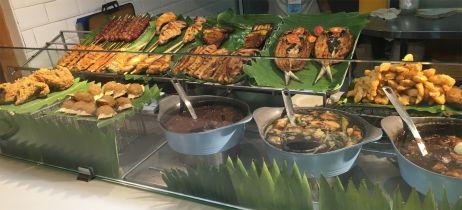 Philippinisches Nationalgericht: viel Fisch und alles frittiert