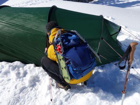 Schneeschuhe ließen sich einfach an den Seiten befestigen