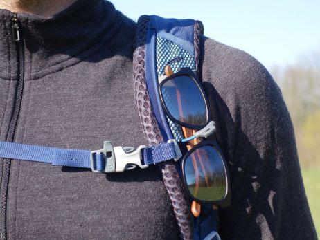 Zulu 40: Brillen-Befestigung