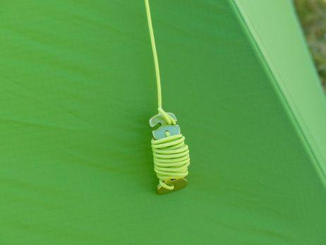 Praktisch: Caterpillars um Abspannleinen einzuwickeln