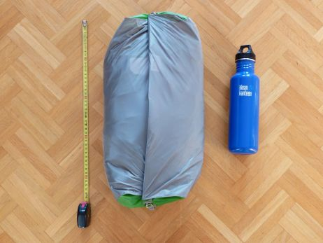 Zelt komplett verpackt im inkludierten Packsack (46 x 23 x 16 cm)
