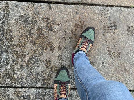 Der Schuh kommt mit einer relativ breiten Passform