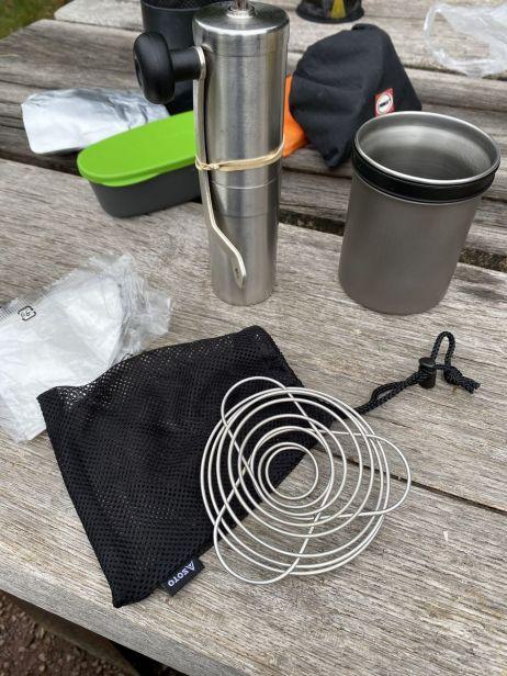 Ideales Trio: Der Soto Thermostack, zusammen mit Kaffeeaufsatz- und Mühle