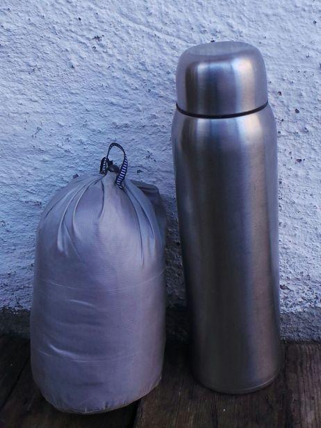 Größenvergleich: Cirrus Skirt & Thermosflasche