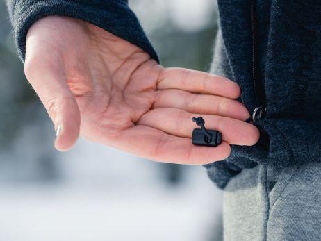 Der Saum lässt sich auch bequem in den kuscheligen Taschen einstellen