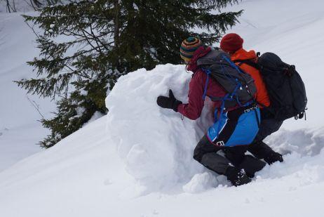 Auch Schneekugeln rollen gehört bei Tour dazu :)