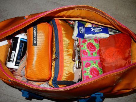 Einmal alles bitte! Claras Reisetasche