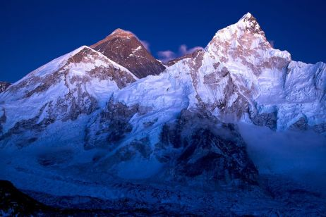 Eindrücke Nepal: Everest zur blauen Stunde