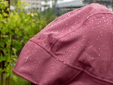 Das Kinetic 2.0 Jacket Women ist absolut wasserdicht